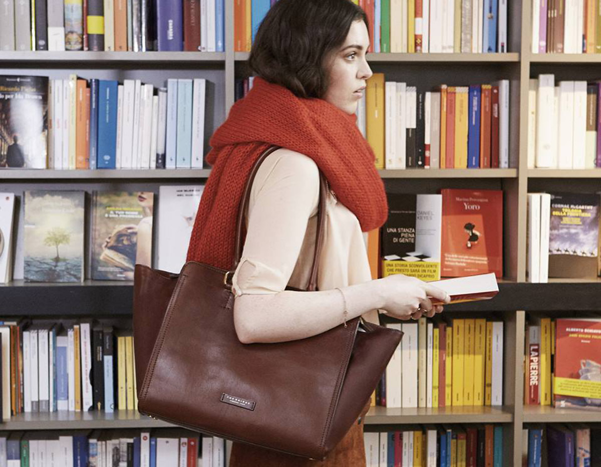 The women's bag: the most loved accessory in the world has an ancient history